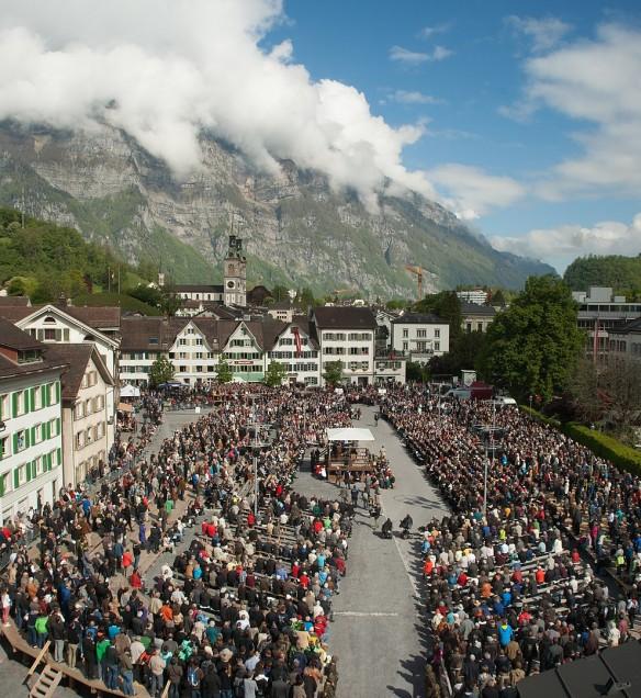 Schweizer Landsgemeinde (Glarus 2014) Foto wikipedia (Ludovic Peron)
