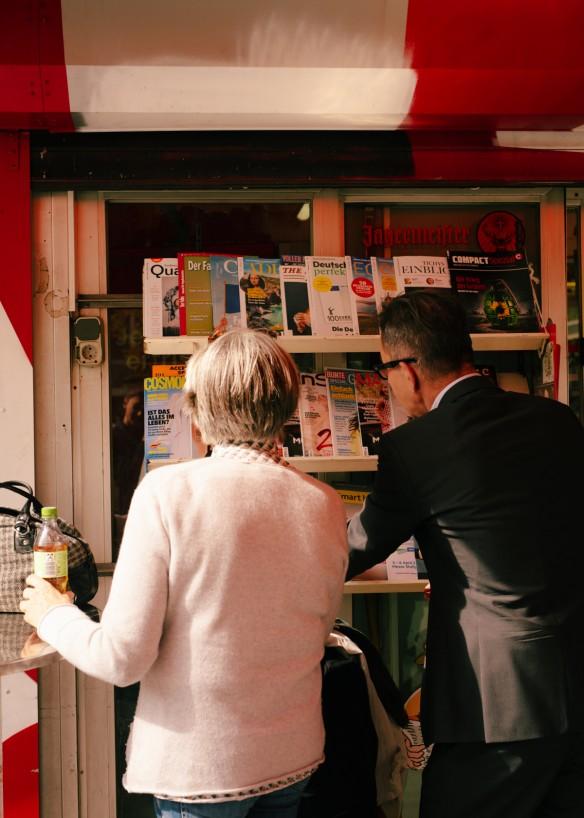 Anna von Münchhausen und Rainer Hank am Kiosk